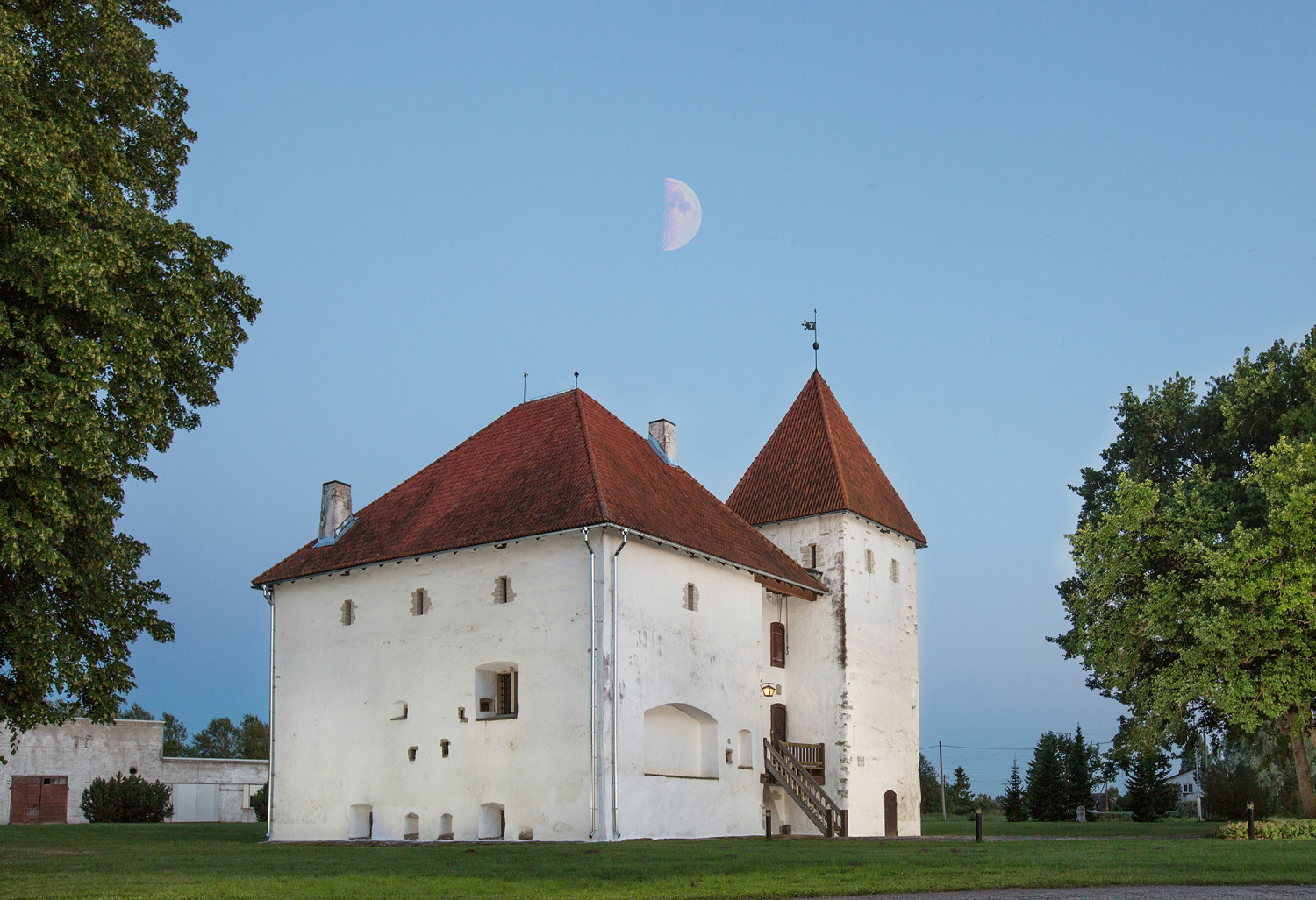 Purtse castle – sightseeing, good food stop and brewery