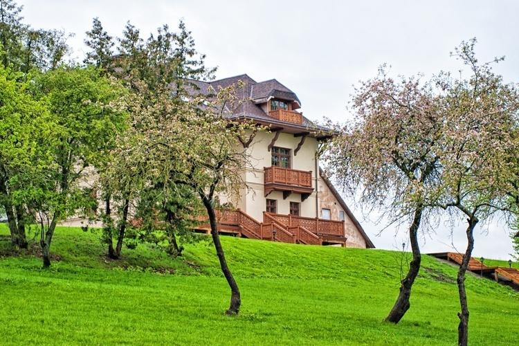 Mazmežotne Manor