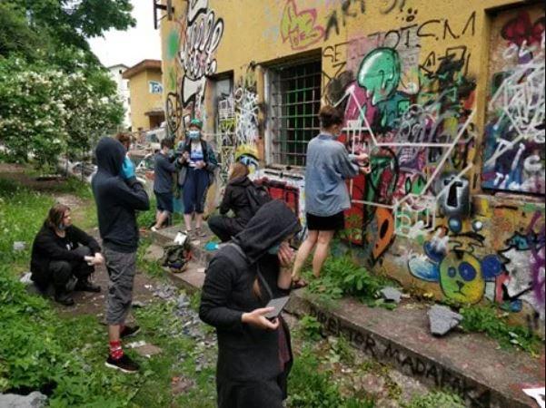Karlova's Street Art & History tour in Tartu